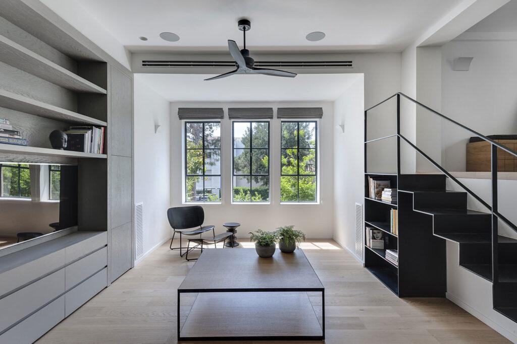 בית בחיפה - יצירת רהיטים שונים מברזל על ידי ארטיגאני